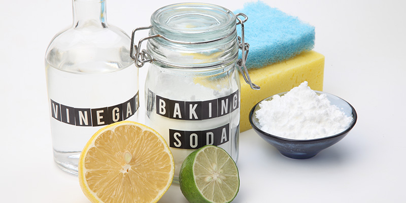 natural cleaning solutions with vinegar