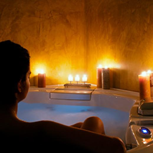 Bath relaxation in candlelight